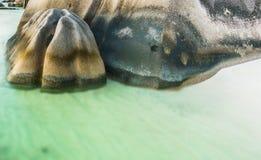 Rocher des Seychelles avec la longue exposition images stock
