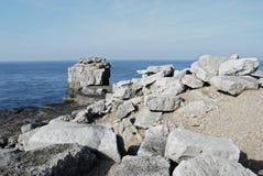 Rochers à l'île de Portland Photos libres de droits