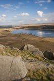 Rochers érodés sur la bruyère de Yorkshire Images libres de droits