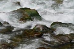 Rochers dans l'eau Images libres de droits