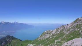 Rochers De Naye jest górą Szwajcarscy Alps, przegapia Jeziornego Genewa zbiory wideo