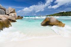 Rochers et plage blanche, La Digue, Seychelles Photographie stock
