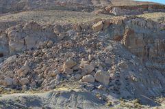 Rochers et roches de côté de montagne Photographie stock