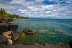 Rochers, le lac Supérieur, ressort Images stock
