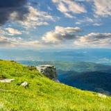 Rochers sur l'endge de la montagne Images stock