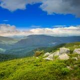 Rochers sur le dessus de montagne Photos stock
