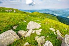 Rochers sur le flanc de coteau Image stock