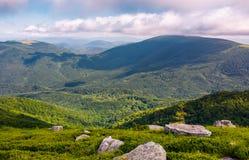 Rochers sur les collines de la montagne de Runa Photos libres de droits
