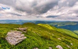 Rochers sur les collines de la montagne de Runa Image libre de droits