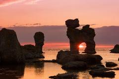 Roches à la côte de l'île Féroé, Suède Image libre de droits