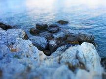 Roches à la mer Égée Image stock
