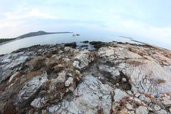 Roches égéennes de bord de la mer et de marbre en île de Thassos Image libre de droits