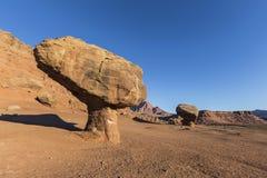 Roches équilibrées de grand désert de bassin Photographie stock