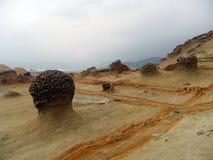 Roches étranges de bord de la mer Photo stock