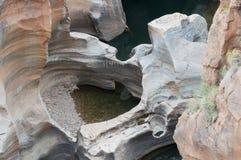 Roches avec des formes gentilles faites par l'eau photographie stock libre de droits