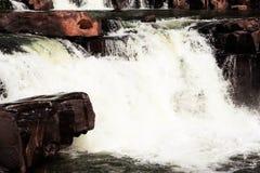 Roches avec les cascades Photo libre de droits