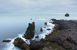 Roches côtières sur le point occidental du sud de l'Islande, Reykjanes Photos libres de droits