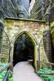 Roches d'Adrspach - porte en pierre Images libres de droits