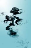 Roches d'océan - bleu image stock