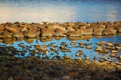 Roches dans l'eau Photo libre de droits