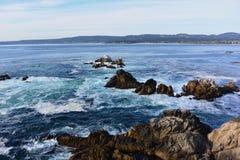Roches dans l'océan Photographie stock libre de droits