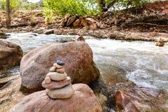 Roches de équilibrage Zion images stock