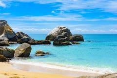 Roches de côte du Vietnam de mer de sud de la Chine images libres de droits