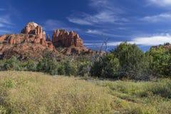Roches de Cahedral et canyon de crique de chêne dans Sedona Arizona Images stock