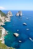 Roches de Faraglioni, île de Capri, Italie Photos stock