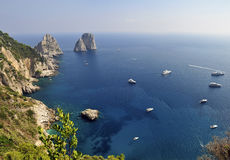 Roches de Faraglioni, Capri, Italie photo stock