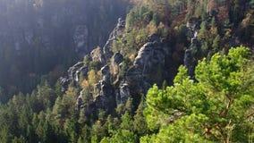 Roches de grès près de Bastei dans Saxon Suisse, Saxe banque de vidéos