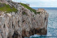 Roches de littoral du Gibraltar, la mer Méditerranée photo libre de droits