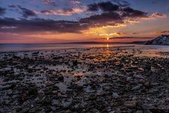 Roches de mer au coucher du soleil Images libres de droits