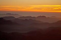 Roches de panorama de mont Sinaï sur le lever de soleil, Egypte Image libre de droits