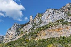 Roches de Sierra de Leyre au-dessus du monastère de Leyre Photos libres de droits