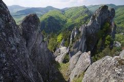 Roches de Sulov et montagnes, Slovaquie Image stock