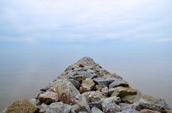 Roches empilées à la plage Photos libres de droits