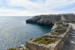 Roches en mer, Peniche, Portugal Photographie stock libre de droits