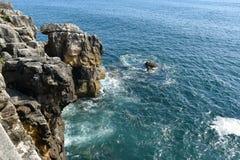 Roches en mer, Peniche, Portugal Image libre de droits