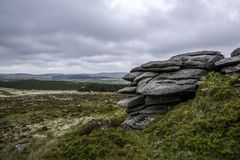 Roches en parc national de Dartomoor en Devon en Angleterre images stock