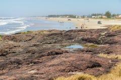 Roches en plage de Guarita chez Torres Photos stock