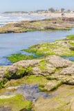 Roches en plage de Guarita chez Torres Images stock