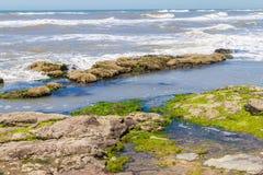 Roches en plage de Guarita chez Torres Images libres de droits