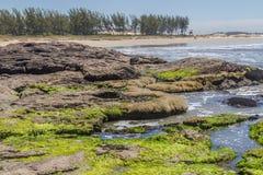 Roches en plage de Guarita chez Torres Image stock