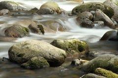 Roches en rivière Photographie stock libre de droits
