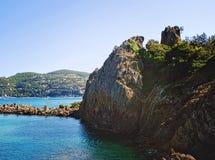 Roches entre la Mandelieu-La Napoule et Theoule Photo libre de droits