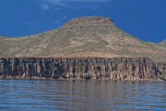 Roches et désert de côte de Basse-Californie Photos stock