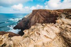 Roches et falaises le long de la côte de Lagos, Algarve, Portugal Image libre de droits
