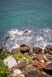 Roches et mer mer de ‹d'†de ‹d'†de belle de ‹Asie d'†de ‹d'†Image stock