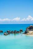 Roches et mer de baie de tabac Photographie stock libre de droits